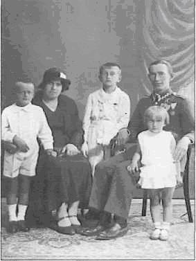 Janina i Marian Żółtowscy z dziećmi (lata trzydzieste)