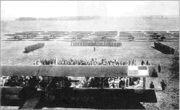 Msza polowa w dniu promocji w Centrum Wyszkolenia Oficerów Lotnictwa