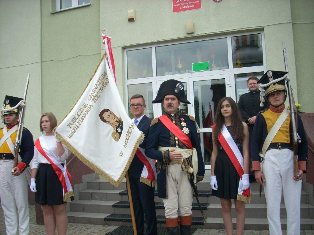 Poczet sztandarowy i grupa rekonstrukcyjna Pułku 4 Piechoty Księstwa Warszawskiego