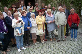 Fotografia zbiorowa pod Kosciołem w Witwicy